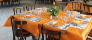 salle des fêtes lacommande béarn tables dressées