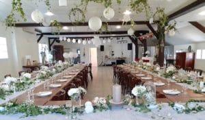 Salle de réception du Coq en pâte décorée pour un mariage.