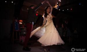 Danse des mariés dans la salle du coq en pâte - Photo par Philippe Calvo