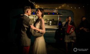 Danse des mariés dans la cour du coq en pâte - Photo par Philippe Calvo
